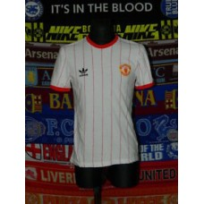 4.5/5 Manchester United adults S 1982 adidas replica football shirt jersey